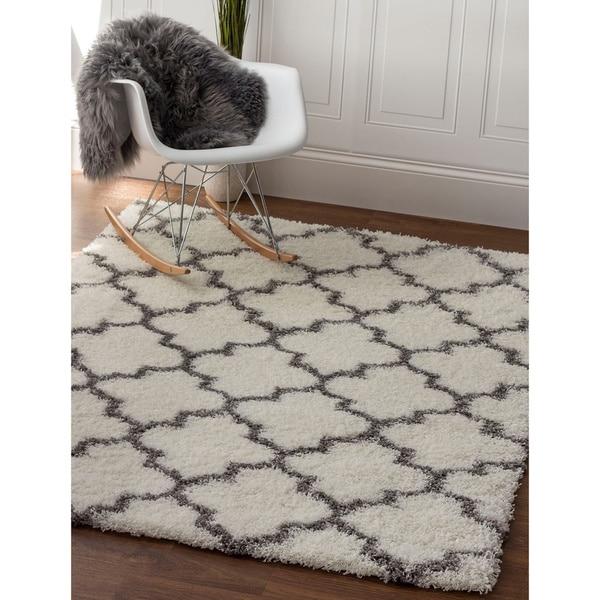 Machine-woven 'Feels So Soft' Polypropylene Trellis Shag Rug (7'10 x 9'10)