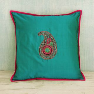 Handcrafted Silk 'Elegant Paisley' Cushion Cover (India)