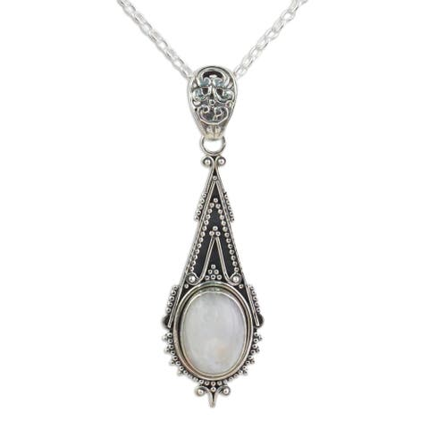 Handmade Sterling Silver 'Moonlight Radiance' Rainbow Moonstone Necklace (India)
