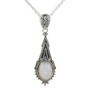 Handcrafted Sterling Silver 'Moonlight Radiance' Rainbow Moonstone Necklace (India)