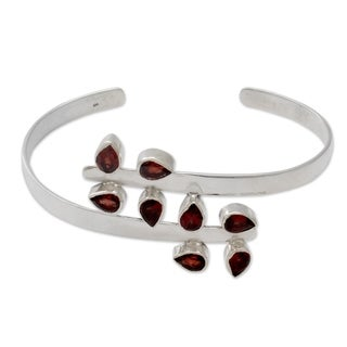 Handcrafted Sterling Silver 'Red Forest Fern' Garnet Bracelet (India)