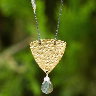 Handcrafted Gold Overlay 'Ancient Ways' Labradorite Necklace (Thailand)