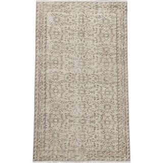 eCarpetGallery Hand-knotted Keisari Vintage Cream/ Khaki Wool Rug (5'4 x 9'1)