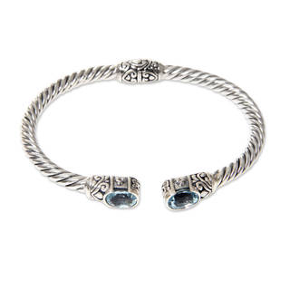 Handcrafted Sterling Silver 'Bali Splendor' Blue Topaz Bracelet (Indonesia)