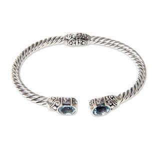 Handmade Sterling Silver 'Bali Splendor' Blue Topaz Bracelet (Indonesia)