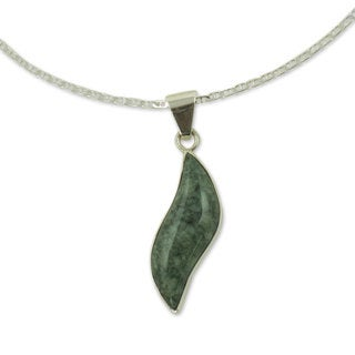 Handmade Sterling Silver 'Floating in the Breeze' Light Green Jade Necklace (Guatemala)