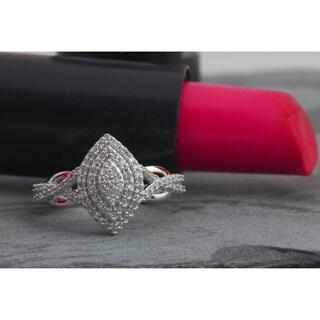 De Couer 10k White Gold 1/4ct TDW Diamond Cluster Halo Engagement Ring - White H-I