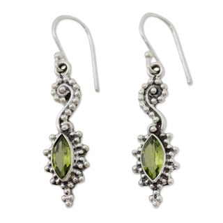 Handcrafted Sterling Silver 'Sea's Mystery' Peridot Earrings (India)