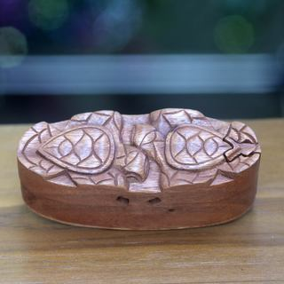 Handcrafted Suar Wood 'Turtle Romance' Puzzle Box (Indonesia)
