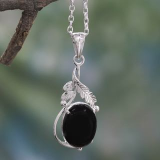 Handmade Sterling Silver 'Mystic Treasure' Onyx Necklace (India)