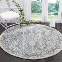 Safavieh Handmade Bella Blue / Ivory Wool Rug - 5' Round