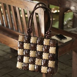 Handcrafted Coconut Shell 'Natural Chic' Handbag (Thailand)