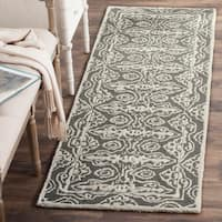 Safavieh Handmade Bella Dark Grey / Ivory Wool Rug - 2' 3 x 7'