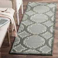 "Safavieh Handmade Bella Grey / Light Grey Wool Rug - 2'3"" x 7'"