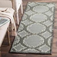 Safavieh Handmade Bella Grey / Light Grey Wool Rug - 2' 3 x 7'