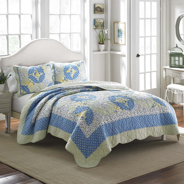Shop Laura Ashley Belle Cotton Quilt Free Shipping On