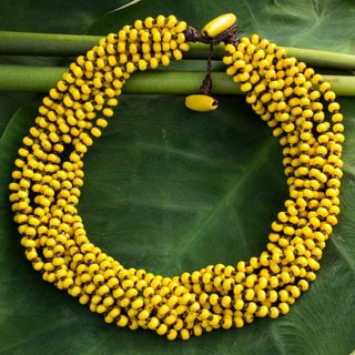 Handcrafted Littleleaf Boxwood 'Phrae Belle' Necklace (Thailand)