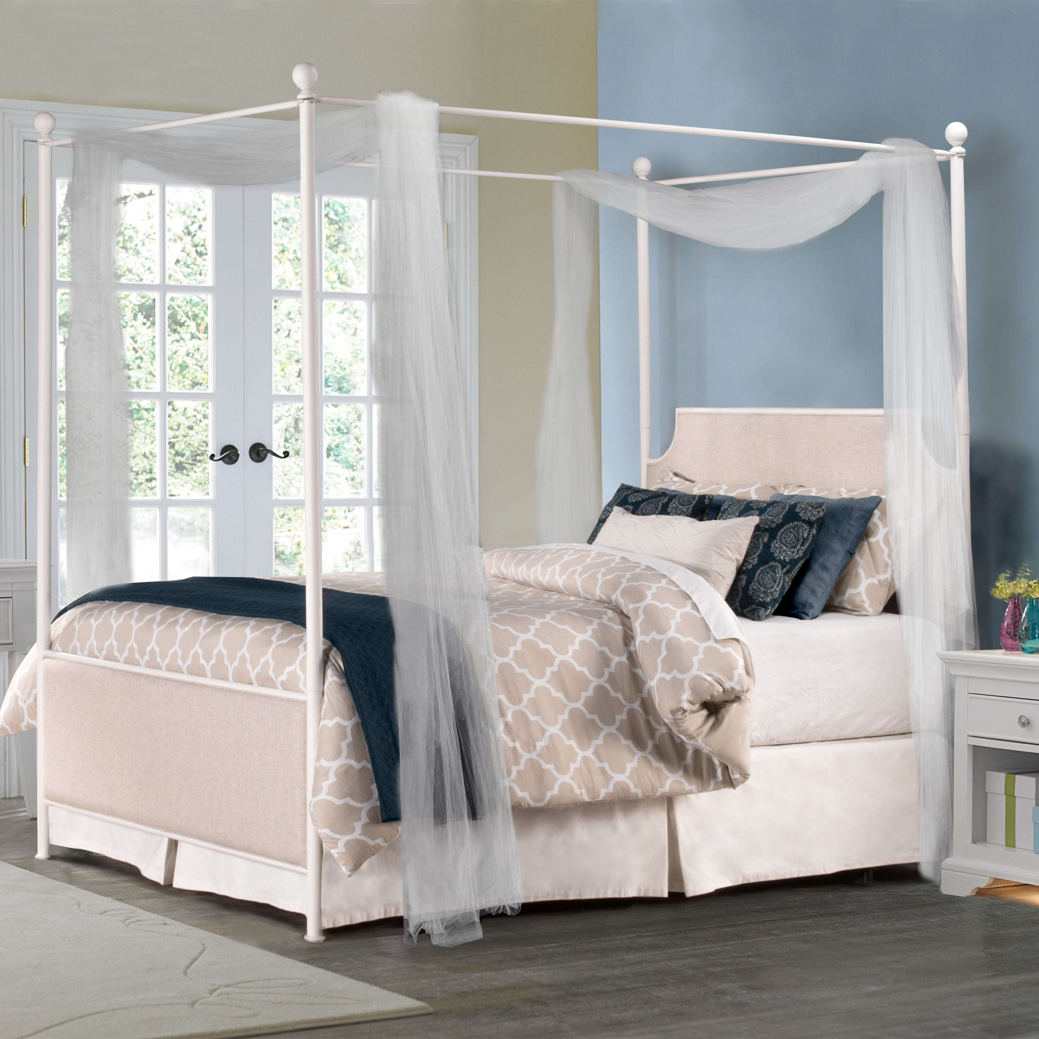 Hillsdale McArthur Off-white Canopy Bed Set (King), Beige
