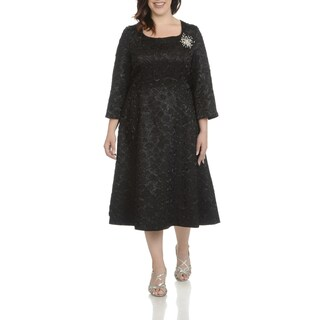 Giovanna Signature Women's Polyester Plus-size Decorative Broach Crinkle-fabric Dress (2 options available)