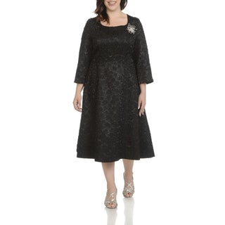 Giovanna Signature Women's Polyester Plus-size Decorative Broach Crinkle-fabric Dress
