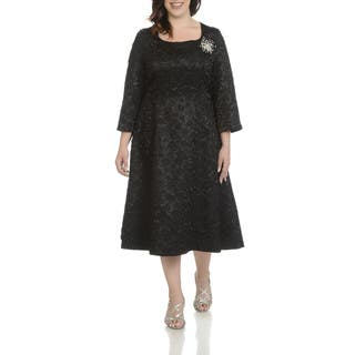 Giovanna Signature Women's Polyester Plus-size Decorative Broach Crinkle-fabric Dress|https://ak1.ostkcdn.com/images/products/12971908/P19720266.jpg?impolicy=medium