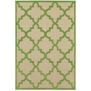Quatrafoil Lattice Sand/Green Polypropylene/Synthetic Indoor/Outdoor Rug (5'3 x 7'6)