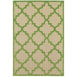 Quatrafoil Lattice Sand/Green Polypropylene Indoor/Outdoor Rug (6'7 x 9'6)