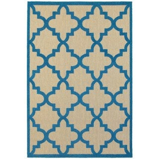 Style Haven Sand/ Blue Polypropylene Quatrefoil Lattice Indoor/ Outdoor Rug (6'7 x 9'6)