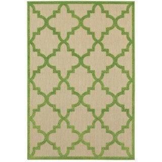 Style Haven Quatrefoil Lattice Sand/Green Polypropylene Indoor/Outdoor Rug (9'10 x 12'10)