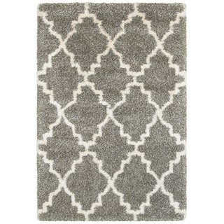 Style Haven Quatrafoil Grey/Ivory Polypropylene Lattice Shag Rug (7'10 x 10'10)