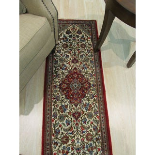 Hand-knotted Wool Ivory Traditional Oriental Qum Rug (1'9 x 5'2)