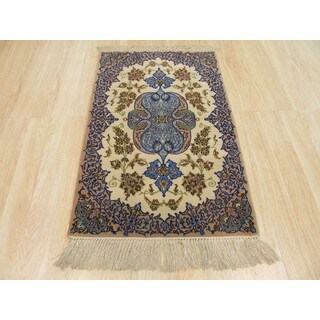 Hand-knotted Wool & Silk Ivory Traditional Oriental Isfahan Rug (2'5 x 3'9)