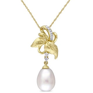 Laura Ashley 10k Yellow Gold 10-10.5 mm Freshwater Pearl and 1/10ct TDW Diamond Leaf Ribbon Dangle Necklace (G-H, I2-I3)