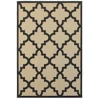"""StyleHaven Lattice Sand/ Charcoal Indoor-Outdoor Area Rug - 3'10"""" x 5'5"""""""