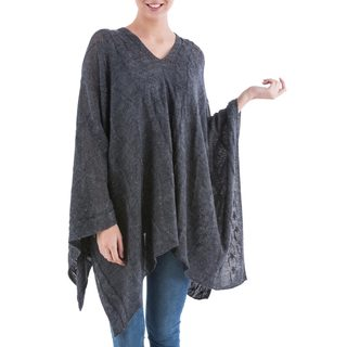 Handcrafted Acrylic Alpaca Blend 'Grey Earth Cracks' Poncho (Peru)
