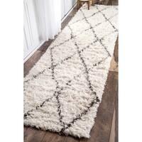 nuLOOM Handmade Moroccan Trellis Wool Shag Runner Rug (2'6 x 12')