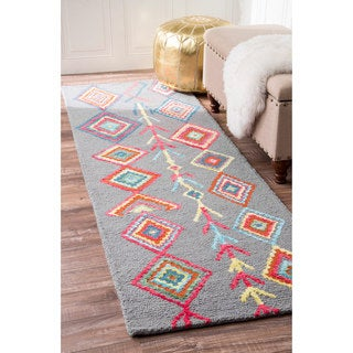 nuLOOM Contemporary Hand Tufted Wool Moroccan Triangle Grey Runner Rug (2'6 x 12')