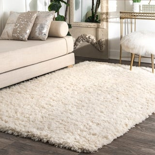 nuLOOM Handmade Soft and Plush Solid New Zealand/ Indian Wool Shag Ivory Rug (4' x 6')
