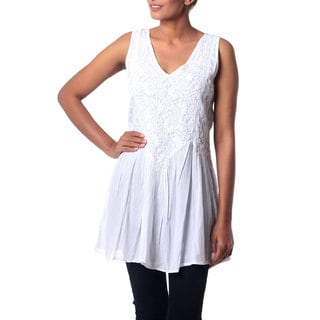 Handcrafted Cotton 'Flirty White' Tunic (India)