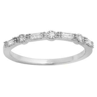 Elora 10K Gold 1/6ct TDW Round & Baguette Diamond Millgrain Wedding Band (H-I, I1-I2)