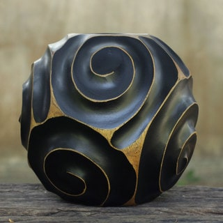 Handcrafted Mango Wood 'Night Spiral' Decorative Vase (Thailand)