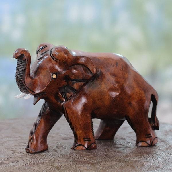 Handmade Kadam Wood 'Elephant Guard' Sculpture (India)