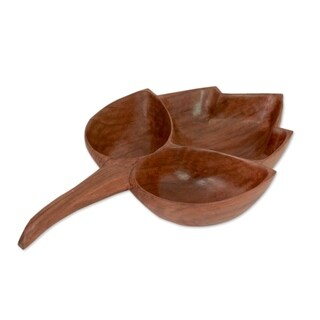 Handmade Walnut Wood 'Chinar I' Leaf-shaped Catchall (India)