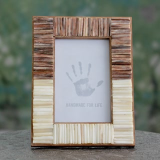Handcrafted Buffalo Bone 'Natural Memories' Photo Frame (4x6) (India)
