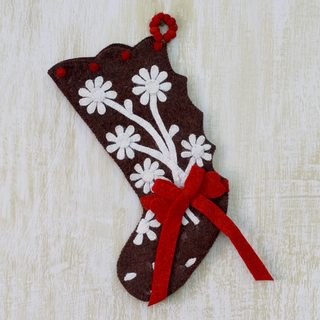 Handmade Wool 'Gingerbread Feast' Christmas Stocking (India)