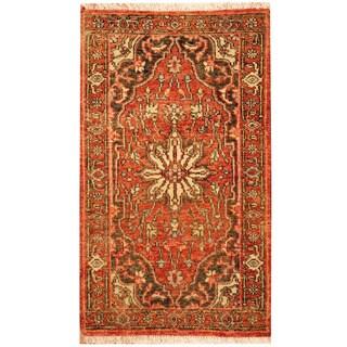 Herat Oriental Indo Hand-knotted Heriz Wool Rug (2'4 x 4')