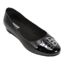 Women's Cliffs by White Mountain Marolyn Medallion Wedge Black Smooth PU/Patent