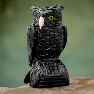 Handcrafted Onyx 'Owl Guardian' Sculpture (Peru)