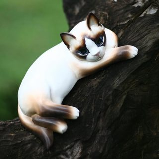 Handcrafted Albesia Wood 'Thoughtful Cat' Statuette (Indonesia)