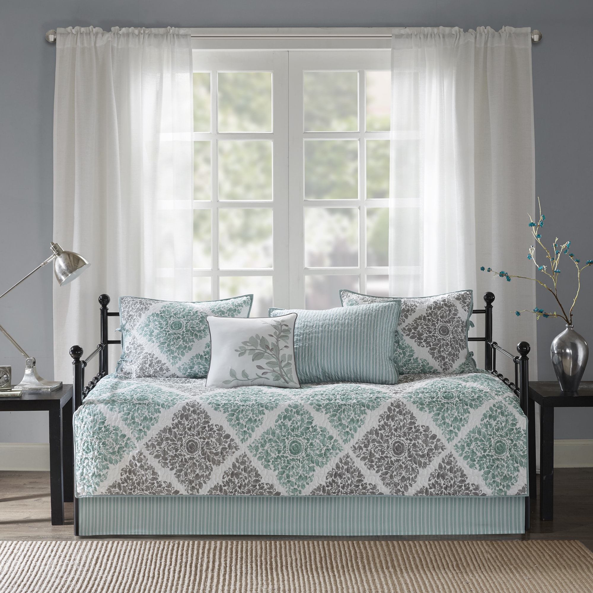 Awe Inspiring Shabby Chic Daybed Covers Sets Find Great Bedding Deals Interior Design Ideas Philsoteloinfo